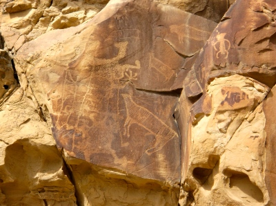 As many as ten figures are depicted in this glyph, including elk and bison.